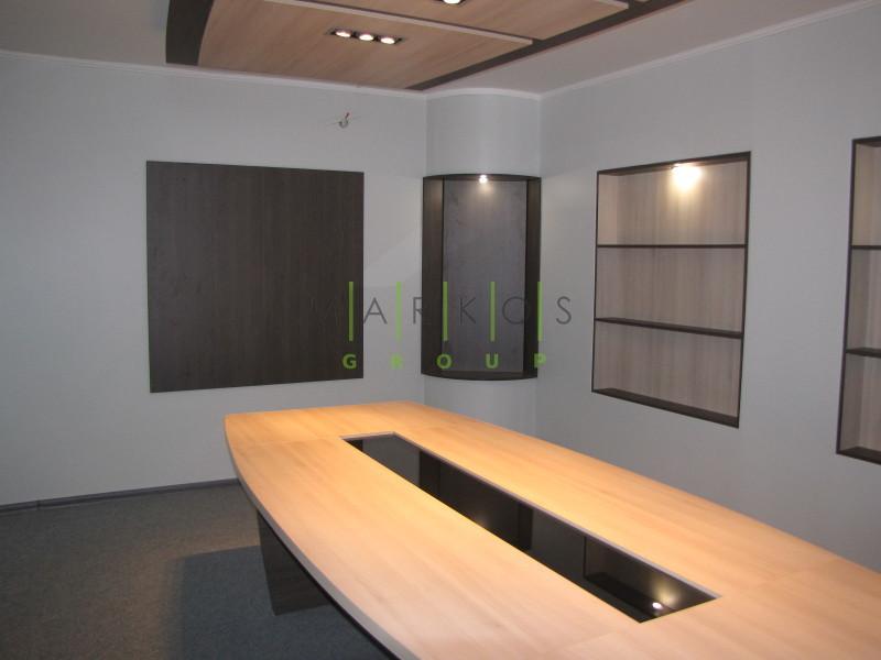 на фото стол изготовленный из дерева на заказ в Черкассах