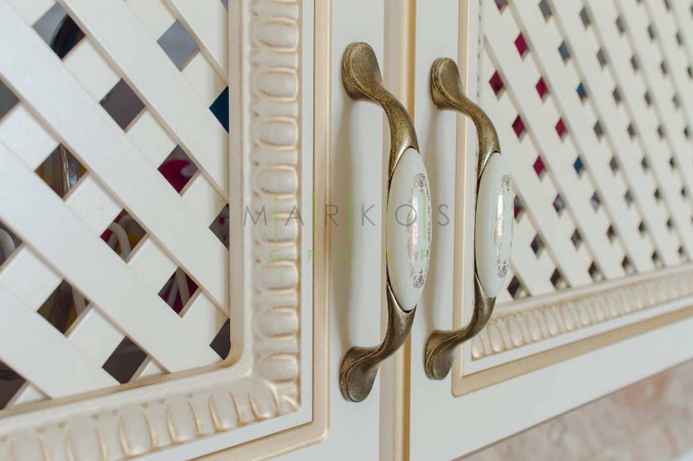 мебель изготовленная для кухни по индивидуальному дизайну с резьбой