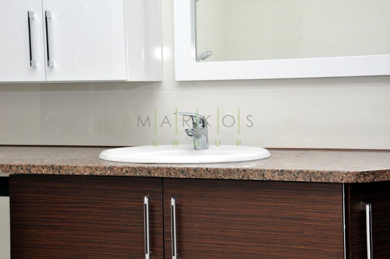 Дизайн ванны в коричневом цвете