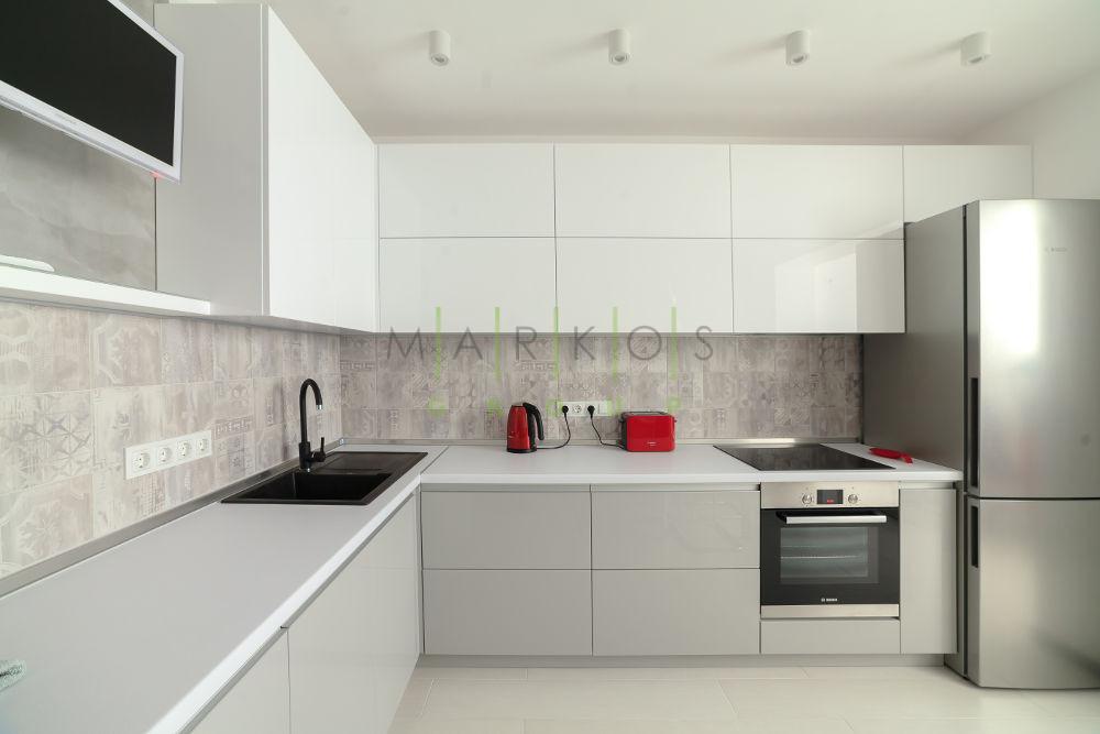 фото мебели на заказ для белой кухни