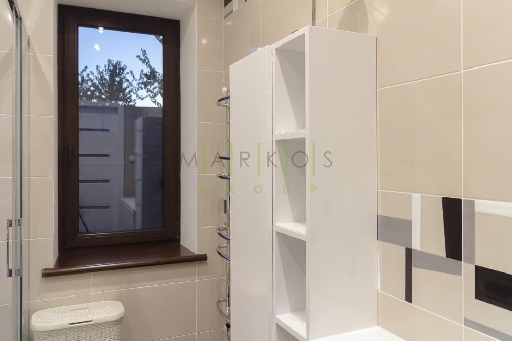 светлая ванная комната сделана на заказ
