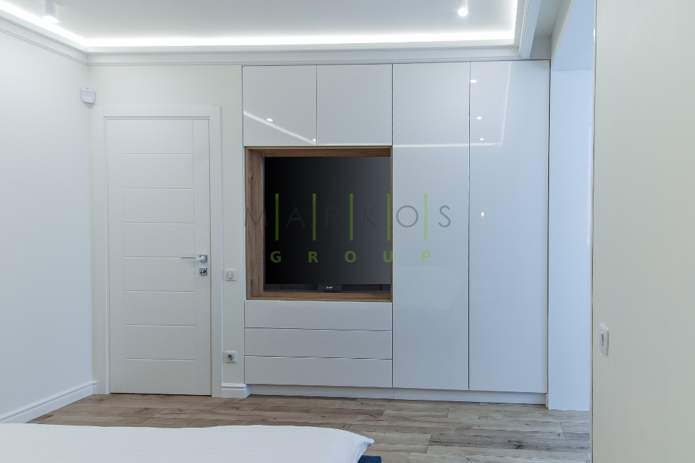 фото белой мебели сделанной под заказ для квартиры в Черкассах