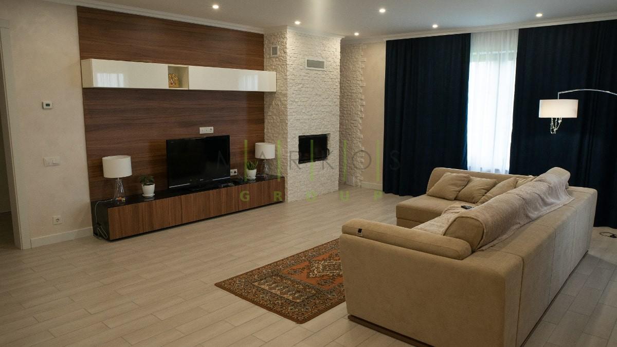 корпусная мебель изготовленная на заказ для гостиной