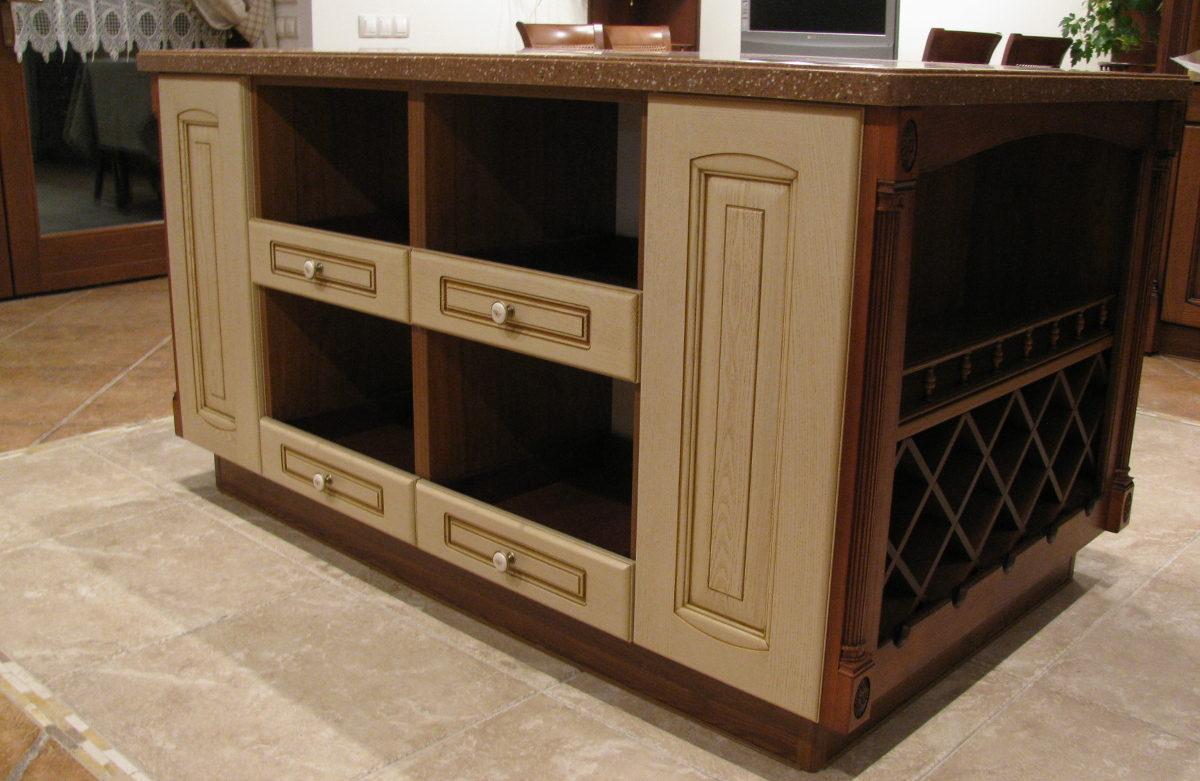 стол изготовленный на заказ по индивидуальным проектам в Черкассах от компании по изготовлению мебели Маркос